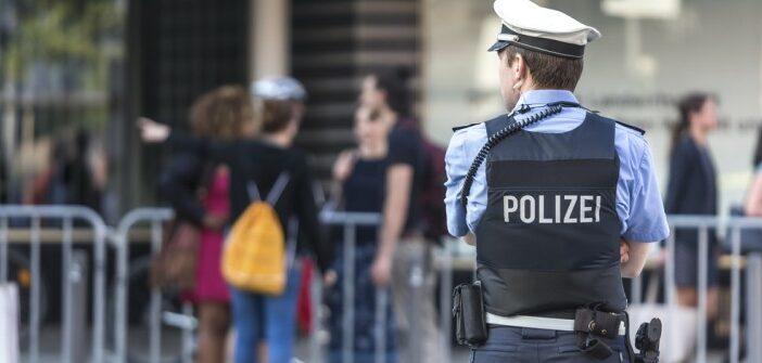Polizist bleibt trotz Vergewaltigung im Dienst