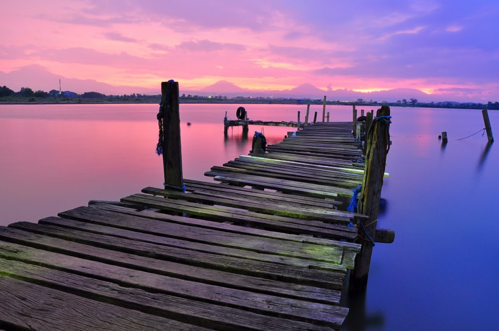 Sonnenuntergang mit dem Motorhomes: Draussen sitzen bis die Sonne komplett verschwunden ist - und dann gleich ab ins warme Bett. Erlebnis pur. (#04)