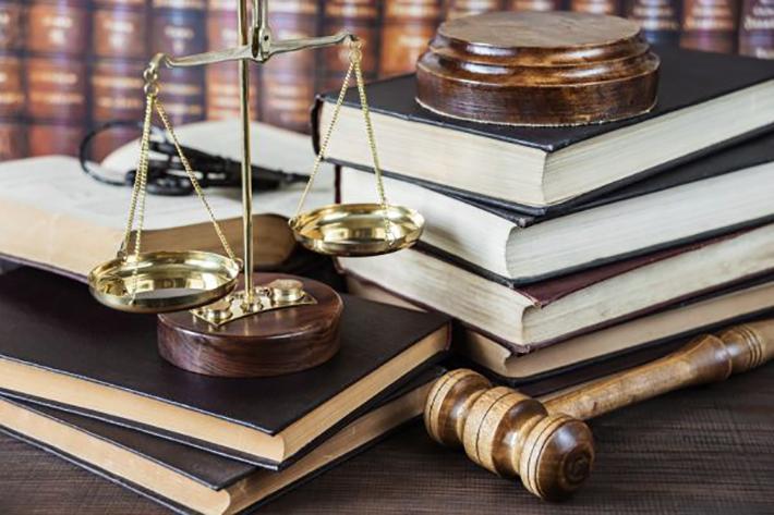 Anwälte, die online ihr juristisches Fachwissen anbieten, haben ebenso inhaltliche Spezialgebiete wie diejenigen, die in einer Rechtsanwaltskanzlei sitzen. (#01)