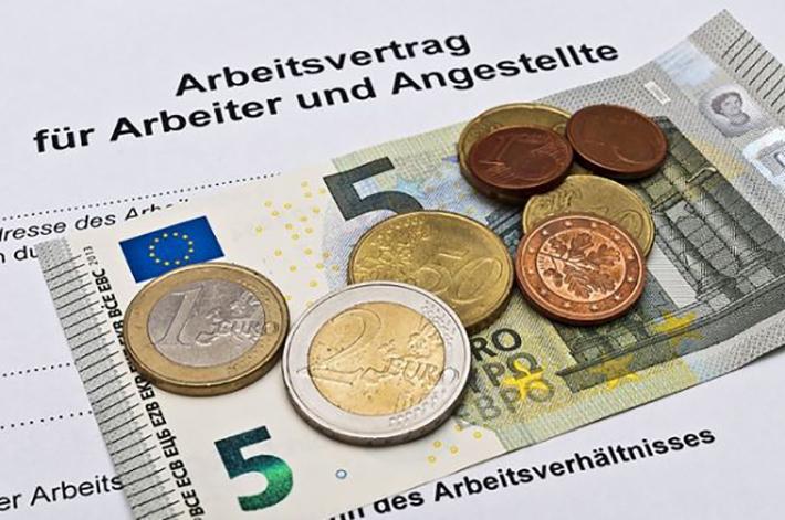 Erfahrungsgemäß liegen Stundenlöhne einer Zeitarbeitskraft in Deutschland etwa 20-30% unter denen der üblicherweise in einer deutschen Firma gezahlten Arbeitslöhne. (#01)