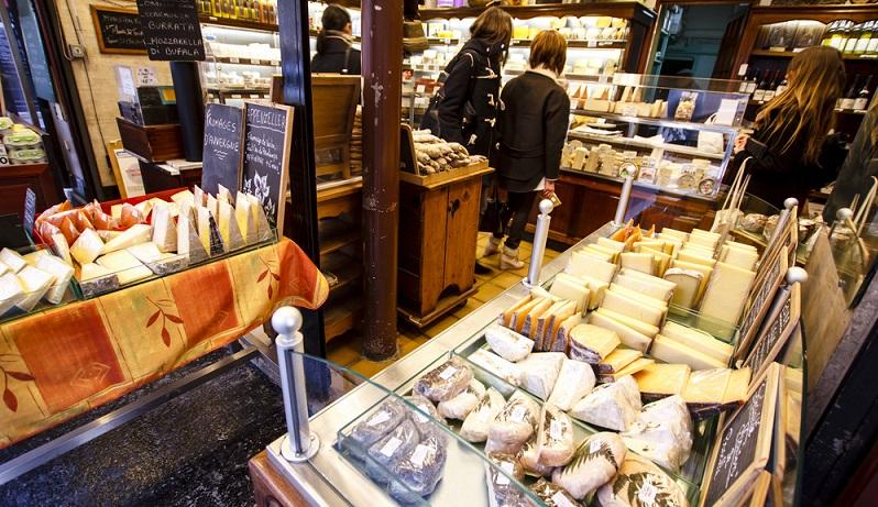 Hofläden - in manchen Gegenden verkaufen die Bauern direkt ab Hof ihre erzeugten Produkte.(#01)