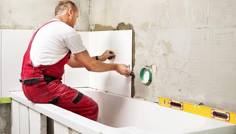 Etwa wenn die Klausel besagt, dass das Schlafzimmer alle zwei oder das Bad alle drei Jahren zu renovieren sei. (#03)