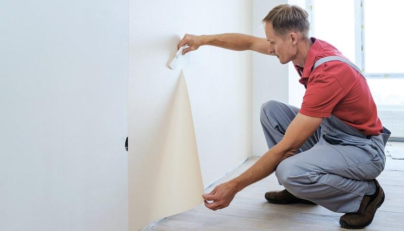 """Wichtig und entscheidend sind oft schon (deutlich sichtbare) Gebrauchsspuren, die sich in der Wohnung befinden, die übergeben wird. Auch dann kann sie schon als unrenoviert gelten. Aber: der Mieter muss die Räume nicht immer komplett renovieren, um sie """"renoviert"""" zu übergeben. (#02)"""