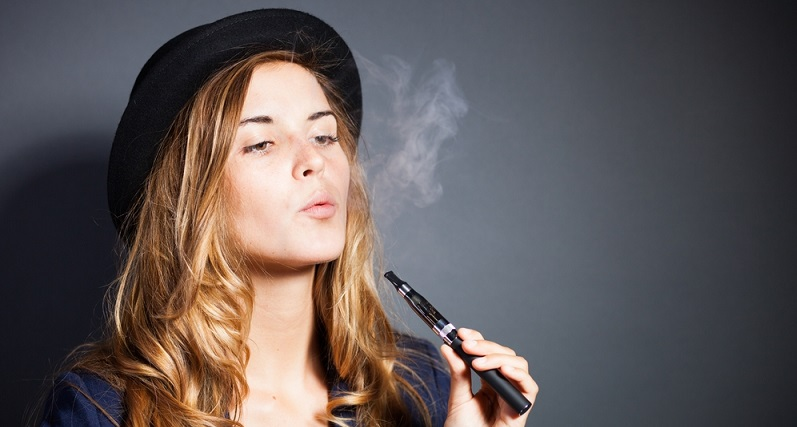 Schlechte Nachrichten für alle Raucher: Ab dem 20. Mai müssen Zigarettenliebhaber mit starken Einschränkungen rechnen. Grund hierfür ist der Ablauf eines alten Gesetzes zur Regulierung von Tabakerzeugnissen. Viele Nichtrauer, von denen es in Deutschland aktuellen Zahlen zufolge immerhin 58 Millionen geben soll, dürfte dies freuen. (#01)