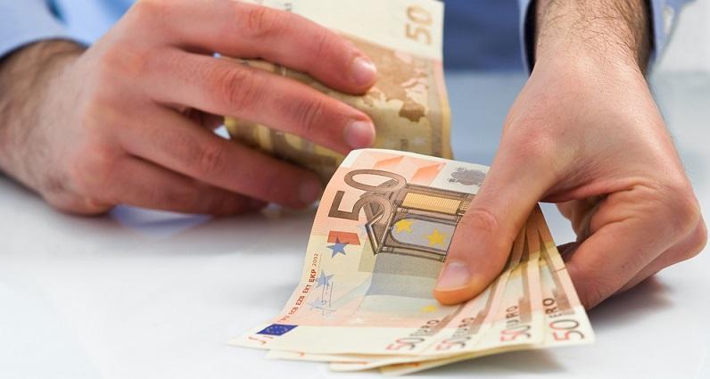In einigen Fällen kann das Personal selbst etwas zur Verbesserung der Zahlungsfähigkeit beitragen. Dies ist möglich, wenn auf bestimmte Entgeltbestandteile verzichtet wird – ein Beispiel ist das 13. Monatsgehalt. (#02)