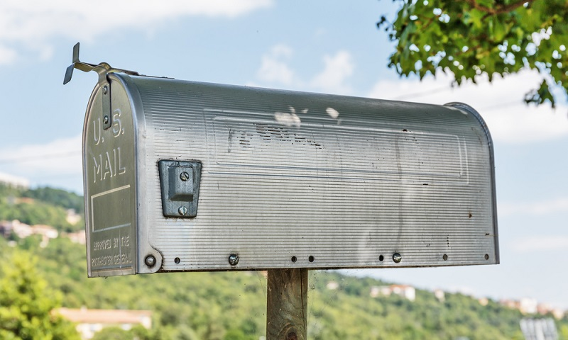 Mit dem wetterbeständigen Material sollen die Postsendungen vor Feuchtigkeit und anderen äußeren Einflüssen geschützt werden. Wenn sich der Briefkasten unter einem Vordach oder dicht an der Hauswand befindet, ist das ein zusätzlicher Schutz. (#04)