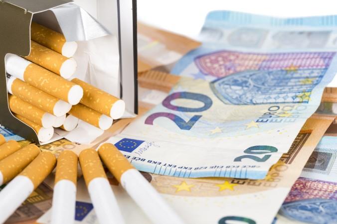 Die Weltgesundheitsorganisation will das herrkömmliche Rauchen weltweit abschaffen. Dafür soll die Zigarettenwerbung untersagt und die Tabaksteuer angehoben werden. Das wird den Trend der E-Zigarette weiter vorantreiben. (#2)