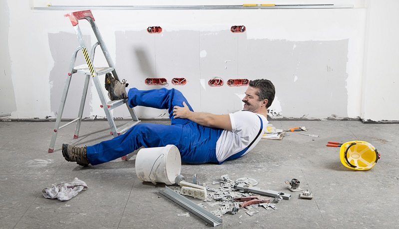 Laut § 104 im Siebten Buch des Sozialgesetzbuches (SGB VII) hat man nach einem Arbeitsunfall also nur dann ein Recht auf Schadenersatz, wenn bei dem Schadensereignis der Vorsatz der Herbeiführung vorliegt. Es liegt an dem verunfallten Arbeitnehmer, die entsprechenden Beweise vorzulegen. (#02)