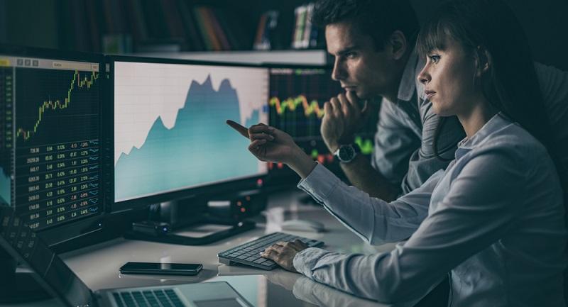 """Bei dem Handel mit binären Optionen überwiegt für den Trader das Risiko, einen totalen Verlust des Kapitals einzufahren. Dies trifft dann zu, wenn der Trader auf die Option """"cash"""" wettet, aber ein Verlust eintritt. (#01)"""