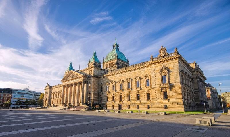 Die endgültige Entscheidung über die Rechtmäßigkeit einer Kündigung vom Bausparvertrag obliegt dem Bundesgerichtshof (BGH). (#02)