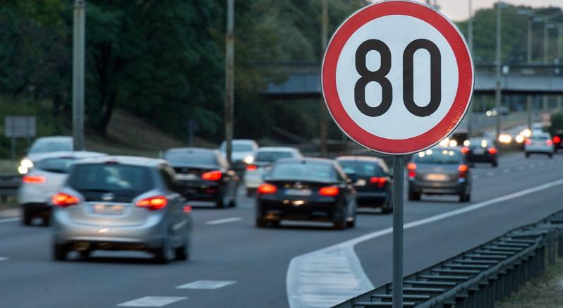 Viele Autofahrer sind schon dem Irrglauben aufgesessen, dass eine Zufahrt auf der Autobahn das vorher geltende Verkehrslimit aufheben würde. (#02)