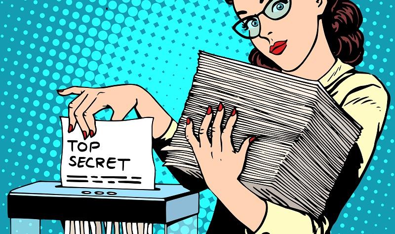 Akten vernichten: Für die Entsorgung von sensiblen Papierdokumenten reicht in vielen Fällen der klassische Aktenvernichter aus. (#02)