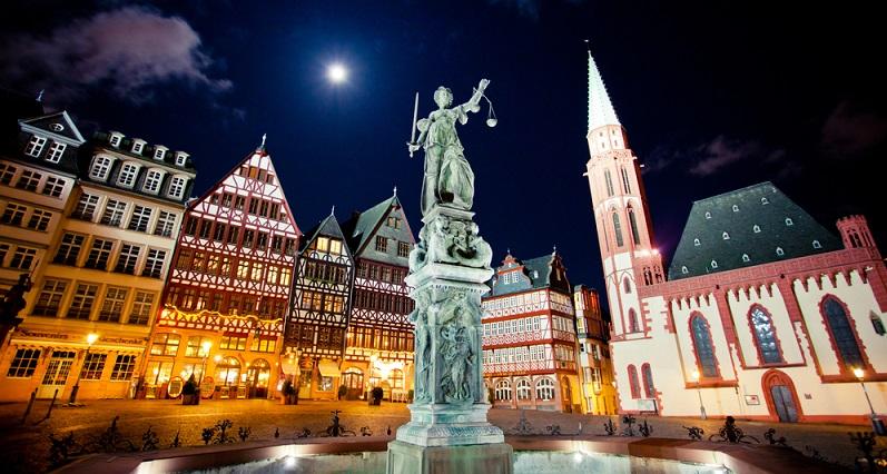 Vor allem in Verbindung mit den Stadionverboten wird damit ein Zeichen gegen Randalierer und angebliche Fans gesetzt, was durch das Urteil des Oberlandesgerichts Frankfurt am Main noch einmal deutlich verstärkt wird. (#04)