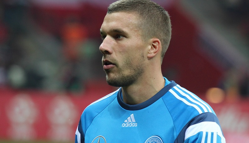 Nach dem Vorfall in Köln äußerte sich Lukas Podolski dazu, der die Beleidigungen hart verurteilte. (#02)