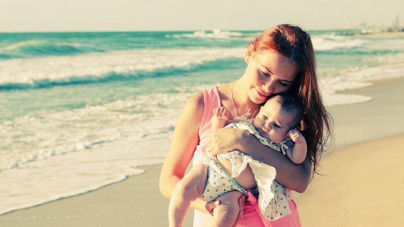 Wird der Urlaub nicht binnen einer bestimmten Frist in Anspruch genommen, kann er verfallen. Das gilt aber nicht, wenn Sie nach der Mutterschutzzeit Ihr Recht auf Elternzeit geltend machen. (#04)