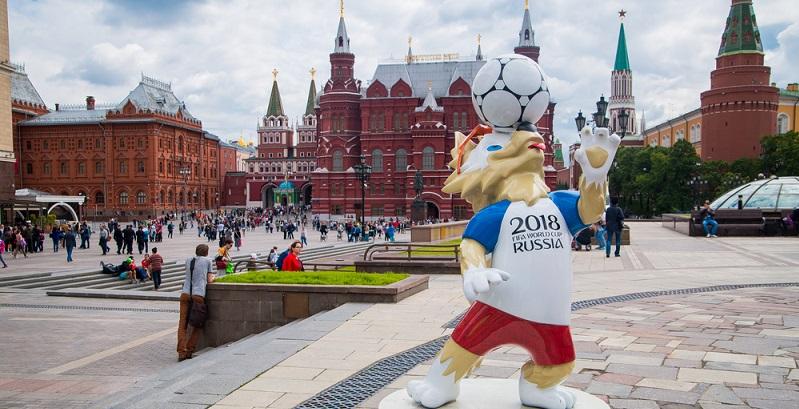 Fußball Fans freuen sich jahrelang auf die nächste WM und für sie herrscht in den vier Wochen des Turniers teilweise der Ausnahmezustand. (#01)