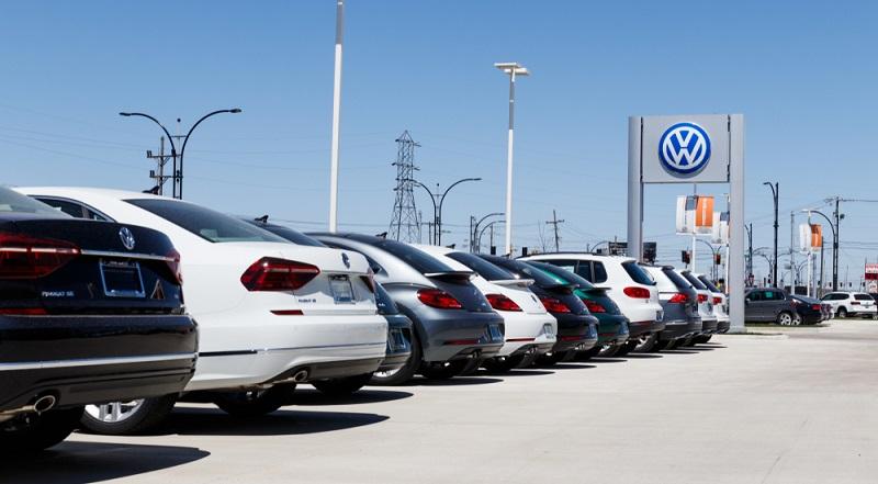 Sowohl gegen VW als auch gegen Daimler sind bereits mehrere Urteile gesprochen worden. Die Unternehmen wurden dabei bereits mehrfach zu Entschädigungszahlungen verurteilt. (#01)