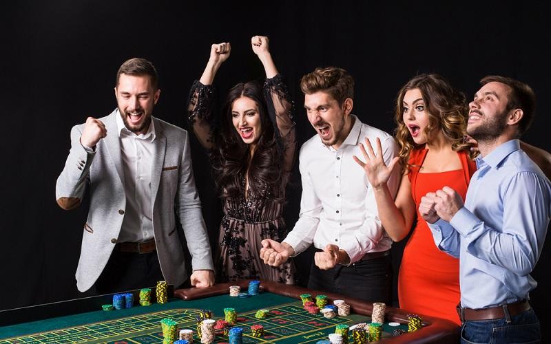 Glücksspiele liegen im Trend. Egal ob Fußball-Ergebnisse online tippen oder zu besonderen Anlässen die nächste Spielbank besuchen. (#1)