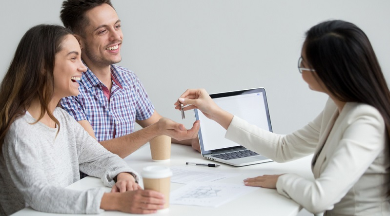 Bereiten Sie sich auf den Besichtigungstermin gut vor, damit Sie mit dem Makler oder Vermieter auf Augenhöhe sprechen können. (#01)