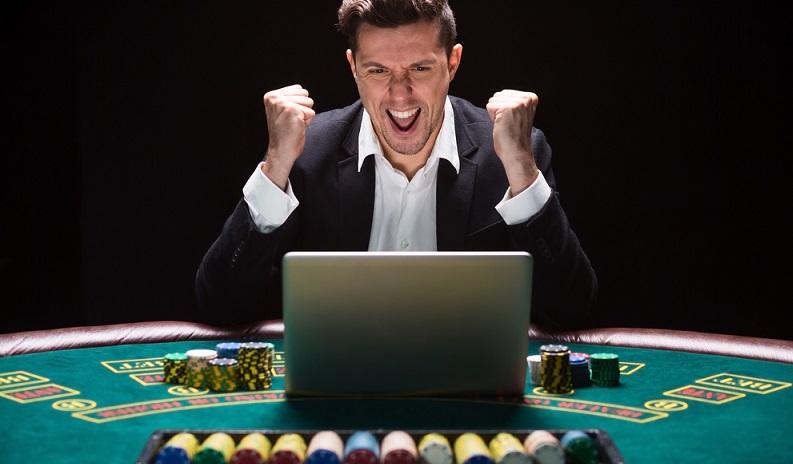 Viele Jahre lang zeigte der Trend bei den Casinos konsequent bergab. Die stationären Spielhallen schrieben immer weiter rote Zahlen, während die Online-Ableger immer größer wurden. (#02)