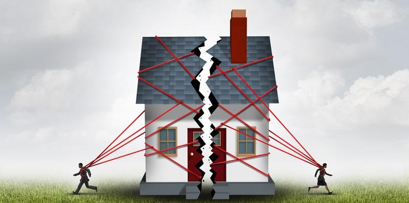Wurde im Rahmen der Scheidung vereinbart, dass ein Ehegatte dem anderen das Ferienhaus übergibt, umfasst das auch das dort befindliche fest installierte Mobiliar wie die Einbauküche. (#02)