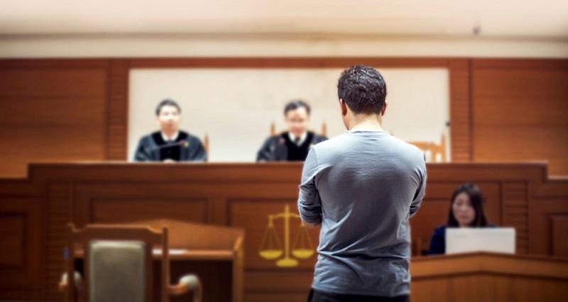 Manche Leiharbeiter ziehen vor Gericht, wenn keine Einigung mit der Firma gefunden wird. (#02)
