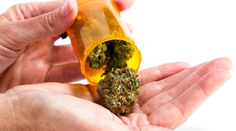 """Da der Besitz von Cannabis bereits in geringen Mengen strafbar ist, beruft sich die Polizei auf den Umstand """"Gefahr in Verzug"""" mit der Begründung, dass unter der Gefahr die Beseitigung von Beweismitteln zu verstehen ist."""