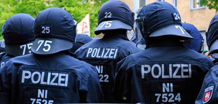 Niedersachsen Polizei: im Clubheim der Hells Angels (Video) (Foto: shutterstock - Jannis Tobias Werner)