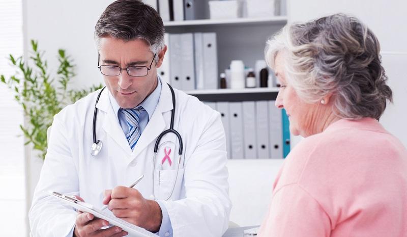 Oftmals glauben Patienten, dass die Rezeptpflicht gleichzusetzen ist mit der Übernahme der Kosten durch die gesetzliche Krankenversicherung. Das ist jedoch nur der Fall, wenn das Medikament auf einem roten Rezept ausgestellt wird.
