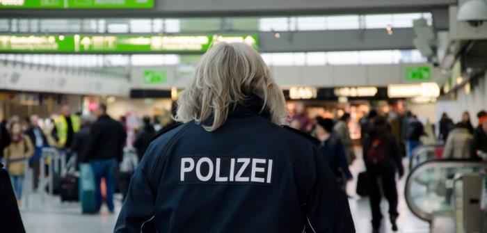 Polizei Dortmund: Polizeiauto verursacht Karambolage! (Video) (Foto: shutterstock - Lutsenko_Oleksandr)