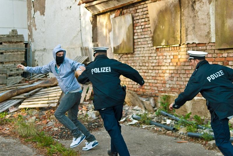 Mit der Eignungsprüfung muss auch ein Sporttest bestanden werden, da die Polizisten den Tätern durchaus hinterherlaufen können muss. (#03)