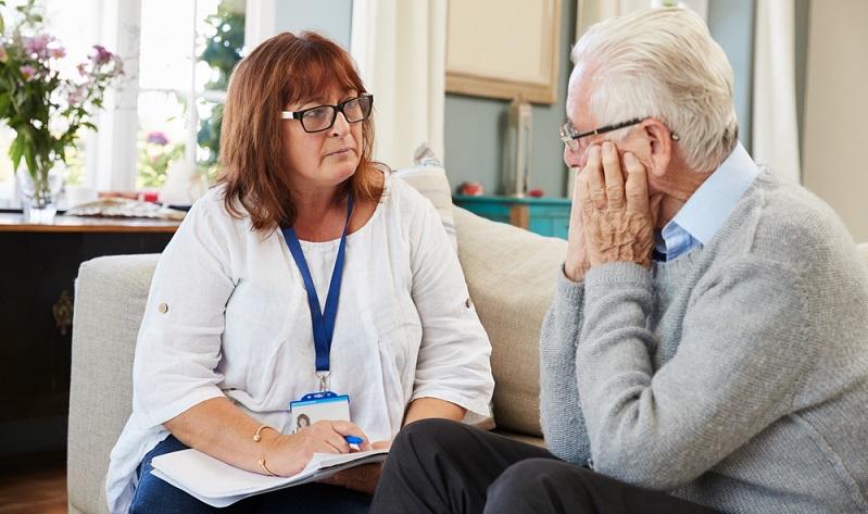 Der MTK ist für die Feststellung des Pflegegrades zuständig.( Foto: Shutterstock- Monkey Business Images)