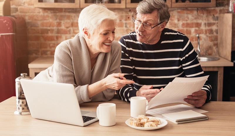 Für die persönliche Absicherung im Alter, wurde die Rentenversicherung ins Leben gerufen.  ( Foto: Shutterstock-_Prostock-studio  )