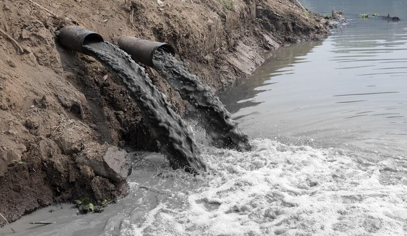 Das gilt natürlich auch für die Industrie, die auf das Einleiten ihrer flüssigen oder festen Abfälle in Flüsse und Seen verzichten muss. ( Foto: Shutterstock-  Toa55)