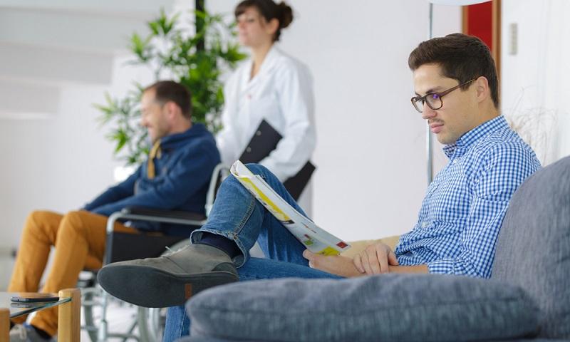 Arbeitgeberzuschuss private Krankenversicherung beantragen – kein Problem! Der Arbeitgeber ist gesetzlich dazu verpflichtet, den Zuschuss zu zahlen, er muss lediglich beantragt werden.   ( Foto: Shutterstock-_ALPA PROD)