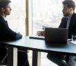 Anspruch auf Vermittlungsgutscheine: Gutscheine für die Weiterbildung einlösen ( Foto: Shutterstock-fizkes)